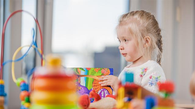 Des douces violences… à la bientraitance en petite enfance